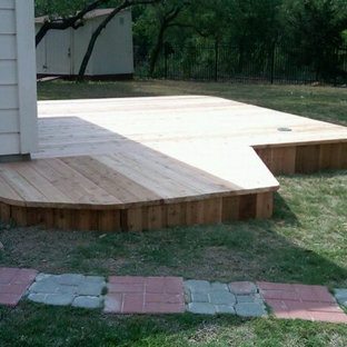 Inspiration for a mid-sized arts and crafts backyard deck in Austin with no cover.