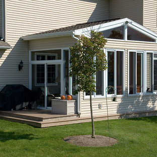 This is an example of a traditional deck in Detroit.