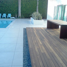 Modern Deck by Miami Beach Pebbles, Inc.