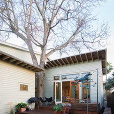 Modern Deck by brett zamore design