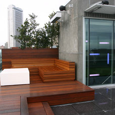 Modern Deck by C.R. Hunt Building & Design Inc.