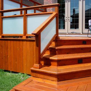 Esempio di terrazze e balconi chic di medie dimensioni e dietro casa con una pergola