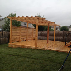 Traditional Deck by Platinum Construction