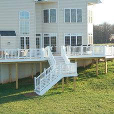 Contemporary Deck by Design Builders, Inc.
