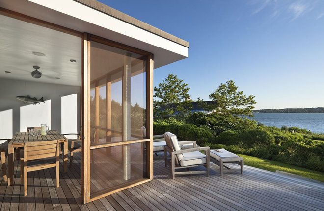 Beach Style Porch by Robert Young Architects