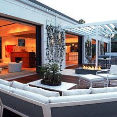 Contemporary Deck by Couture-Homes