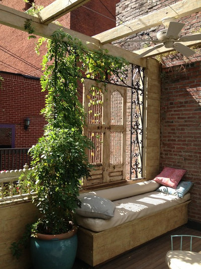 Traditional Terrace & Balcony by Hunter Design