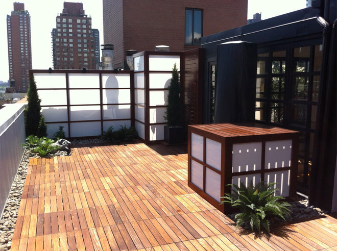 Modern Deck by Eco Arbor Designs