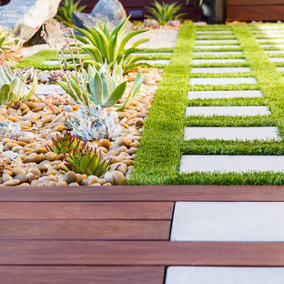 Inspiration for a mid-sized modern backyard deck in Orange County.