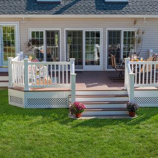 Ispirazione per una terrazza american style di medie dimensioni e dietro casa con nessuna copertura
