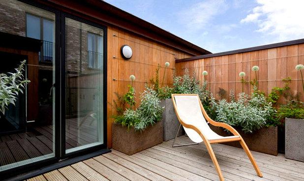 Contemporary Deck by Urbaniak Construction, LLC