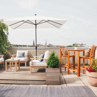 Deck - transitional rooftop deck idea in New York