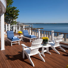 Beach Style Deck by Peter McDonald Architect