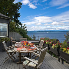 Beach Style Deck by Logan's Hammer Building & Renovation