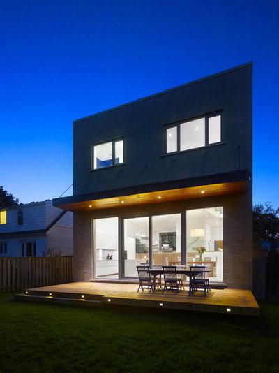 Contemporary Deck by Studio Architectonic