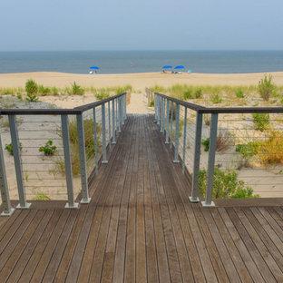 Idee per una grande terrazza stile marino dietro casa con un pontile e nessuna copertura