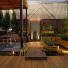 Contemporary Deck by Chicago Specialty Gardens, Inc.
