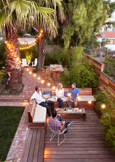 Contemporary Terrace by Growsgreen Landscape Design