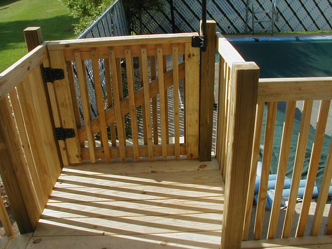 Traditional Deck by See's Cleaning and Maintenance