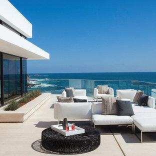 Esempio di terrazze e balconi minimal dietro casa con nessuna copertura