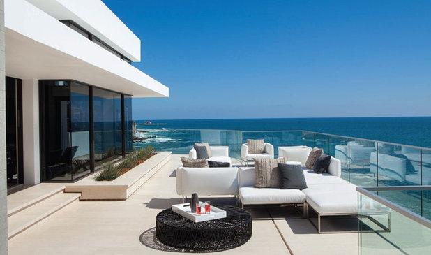 Contemporary Deck by Aria Design Inc