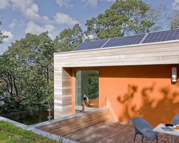 Modern Deck by ZeroEnergy Design