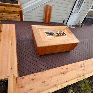 Стильный дизайн: маленькая терраса на крыше в стиле кантри с местом для костра без защиты от солнца - последний тренд