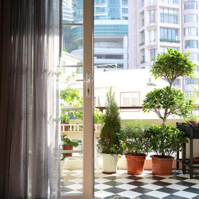 Deck container garden - contemporary deck container garden idea in Hong Kong with a roof extension