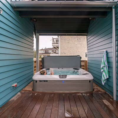 Inspiration for a mid-sized coastal outdoor shower deck remodel in Seattle with a roof extension