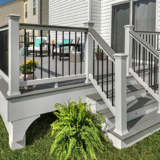 Diseño de terraza clásica, de tamaño medio, sin cubierta, en patio trasero