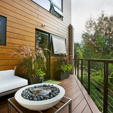 Modern Deck by S2 Architects