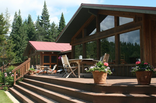 Rustic Deck by Menter Architects LLC