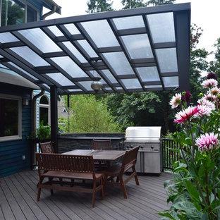 Mittelgroße Stilmix Terrasse hinter dem Haus mit Outdoor-Küche und Markisen in Seattle