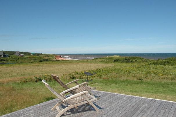 Beach Style Deck by Rob Bramhall Architects