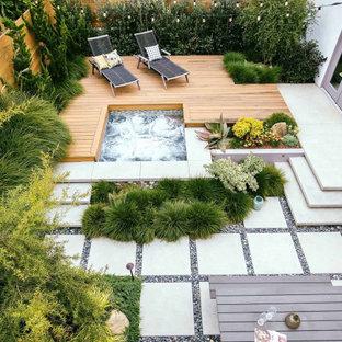 Immagine di una terrazza design di medie dimensioni e dietro casa con nessuna copertura