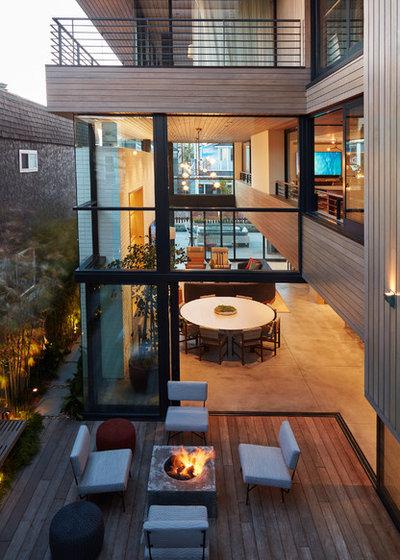 Relaxed Courtyard Celebrates Indoor-Outdoor Living on Relaxed Outdoor Living id=33890
