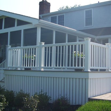 Screen room and deck in Malvern, Pa