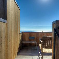 Midcentury Deck by Hudson Street Design