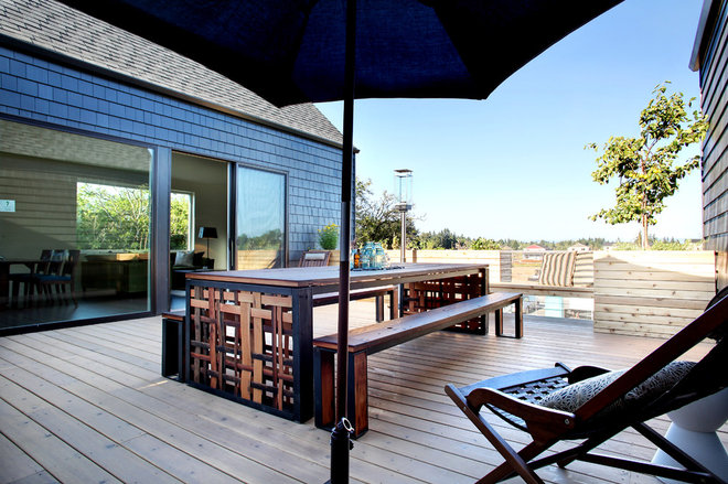 Contemporary Deck by nicole helene designs