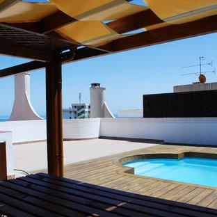Foto di terrazze e balconi stile marino di medie dimensioni e sul tetto con fontane e una pergola