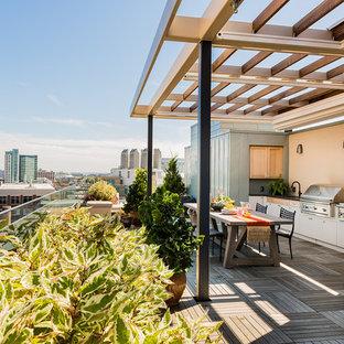 Esempio di una terrazza contemporanea sul tetto e sul tetto con una pergola