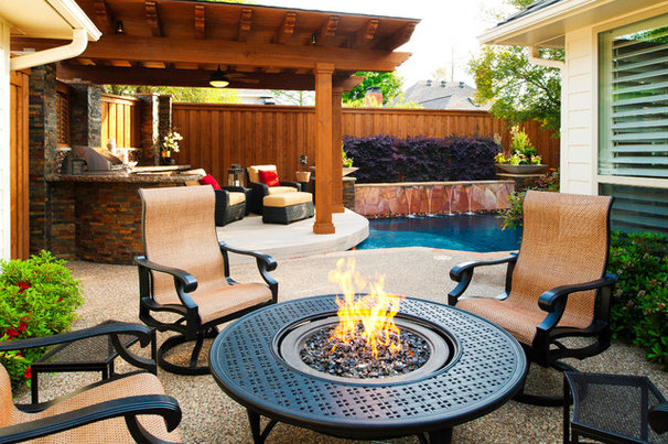 Traditional Deck by Pool Environments, Inc.