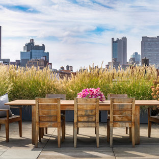 Inspiration for a farmhouse rooftop rooftop deck container garden remodel in New York with no cover