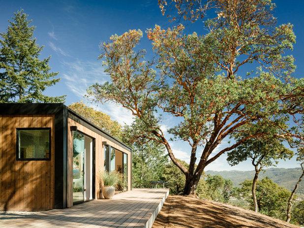 Modern Deck by Meredith Rebolledo Interior Design