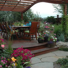 Traditional Deck by Outdoor Craftsmen