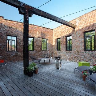 Esempio di una terrazza industriale sul tetto e di medie dimensioni con un giardino in vaso e nessuna copertura