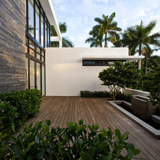 Contemporary Deck by KZ Architecture