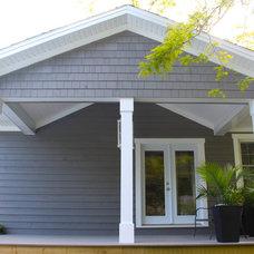 Traditional Deck by K WINN Custom Building Group Inc.