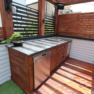 Outdoor kitchen deck - mid-sized modern rooftop outdoor kitchen deck idea in Chicago with a pergola