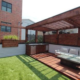 Immagine di una terrazza minimalista di medie dimensioni e sul tetto con una pergola